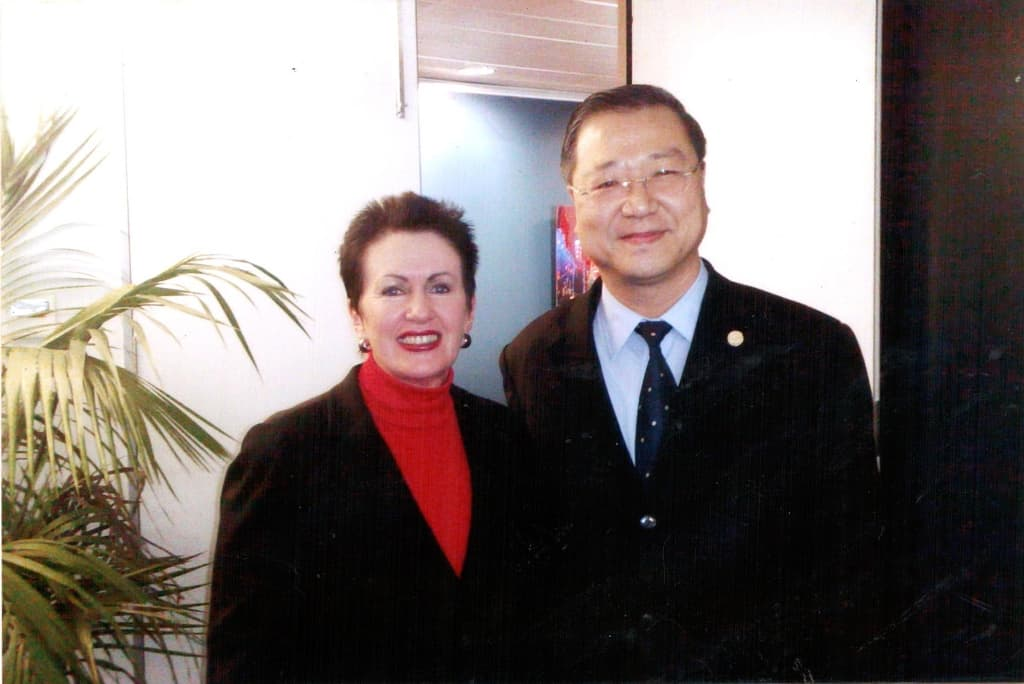 Master Jun Hong Lu and Clover Moore (Lord Mayor of the City of Sydney)