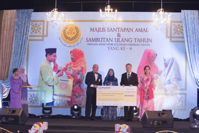 The Australia Oriental Media Buddhist Charity Association donates $100,000 Malaysian Ringgit to support the Sultanah Haminah Orphan Foundation in Malaysia